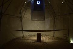 """Z cyklu ołtarze """"Dla wody"""", drewno, woda, szkło, wys. 70cm, dł. 400cm, 2015r."""