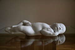 """""""Modlitwa"""" (Prayer), marmur carrara, szkło, drewno, 2011 r."""
