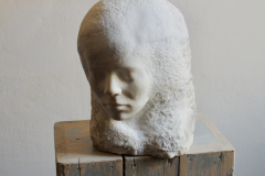 """""""Sobie Sama""""  (Myself Me), marmur, skrzynki rzeźbiarskie, 2015 r."""