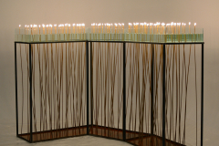 """""""Dystans"""", szkło, metal, woda, wosk, ogień, 320 x 160 x 120 cm, 2018"""
