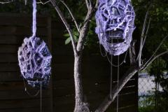 """""""Inter-dimensional talismans"""", instalacja, ceramika, wełna, metal, 2020"""