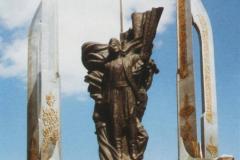 """""""Pomnik poległych w Jaramanie"""", brąz, 540 x 320 x 360 cm, 2000 r."""