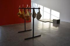 """""""Probierz"""", metal, żywica epoksydowa, ceramika, wino,  150x130x120 cm, 2018r."""
