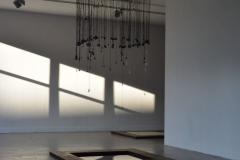"""""""Transgresja"""", metal, instalacja audio, woda, 300x150x150 cm, 2018r."""
